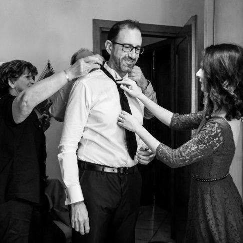 preparativi sposo, vestizione sposo, vestito sposo