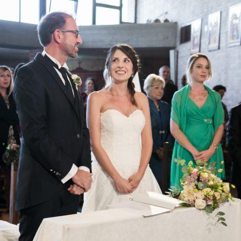 sposi in chiesa, parrocchia della santissima trinità, ghezzano, pisa