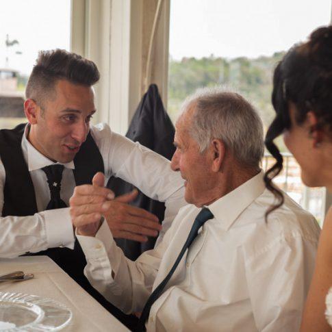sposi al ristorante dell'agriturismo di Colleoli