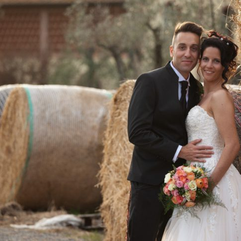 sposi alla fattoria dell'agriturismo di colleoli